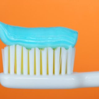 5 Completely Natural Fluoride Free Toothpastes that are Good for Your Teeth